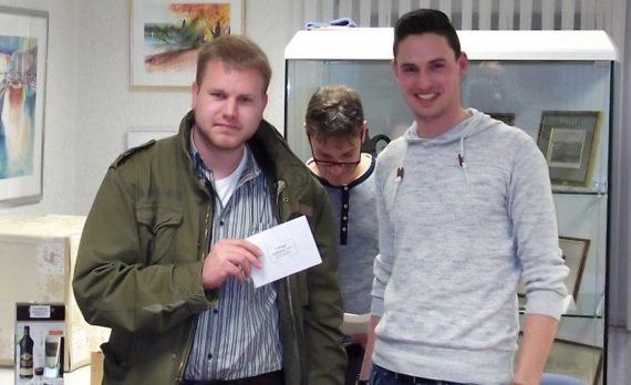Sieger Andre Dörnen aus Windeck mit Jugendleiter Marco Janßen